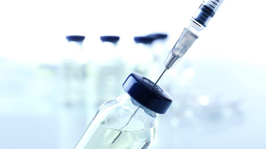 COVID-19: une première demande d'autorisation de vaccin examinée par Santé Canada