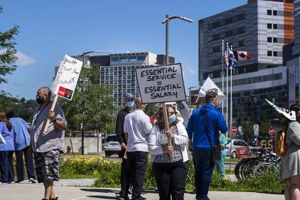 Des employés du réseau de la santé montréalais demandent des primes pour tous
