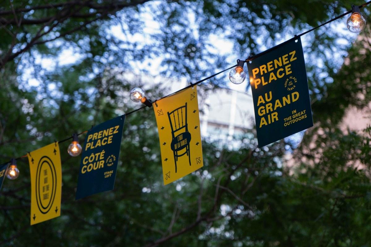 Une guirlande de fanions et de lumières à l'espace urbain Prenez place!