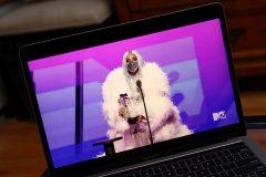 Une Lady Gaga masquée et multi-primée aux MTV VMAs