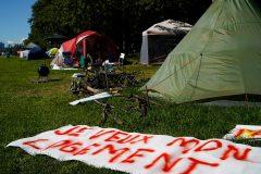 Les tentes toujours présentes dans le camp de fortune d'Hochelaga