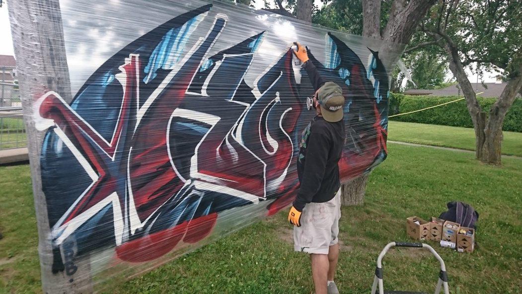 L'artiste Korb en action.