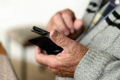 Des cours d'initiation à la technologie pour briser l'isolement des aînés