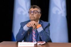 Marc Labrèche parodie les points de presse d'Arruda, Legault et McCann
