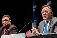 COVID-19: il pourrait y avoir d'autres vagues, évoque Legault