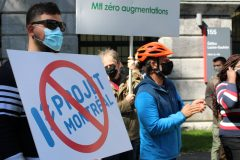 Manifestation contre l'administration de Valérie Plante devant l'hôtel de ville