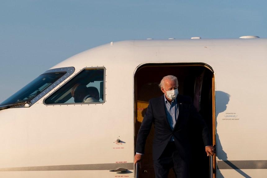 Biden fait la cour aux cols bleus dans le Michigan