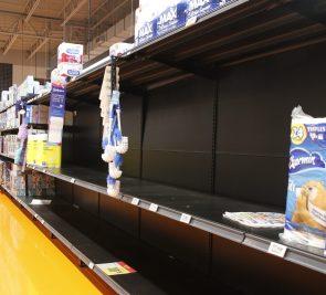 Verra-t-on une nouvelle ruée vers le papier de toilette dans les épiceries?