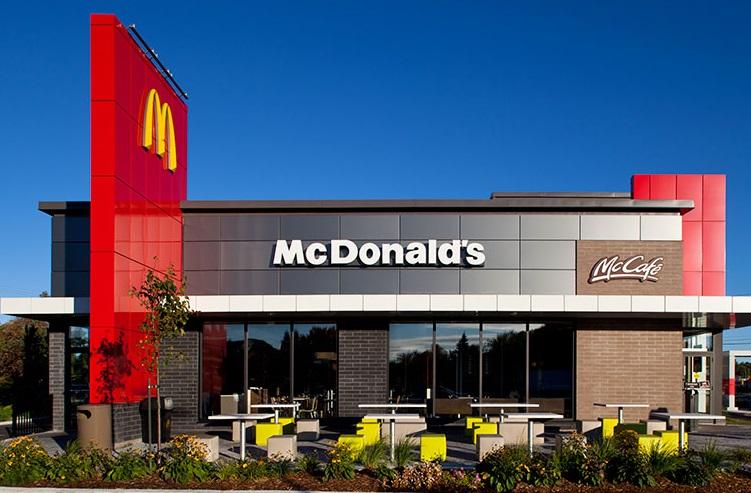 Un autre restaurant McDonald's ferme en raison de la COVID-19.