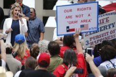 Le confinement s'estompe, mais pas la colère des républicains