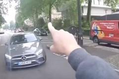 Une autre chicane éclate entre un automobiliste et un cycliste!