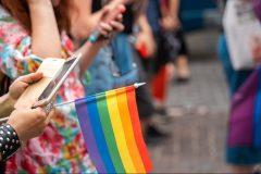 Québec veut imposer des amendes pour les thérapies de conversion