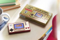 Une console Game & Watch aux couleurs de Super Mario Bros.