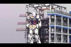 Un immense robot fait ses premiers pas en pleine ville de Tokyo!