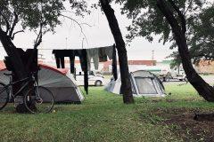Notre-Dame: de plus en plus de tentes, et un nouveau refuge déjà plein