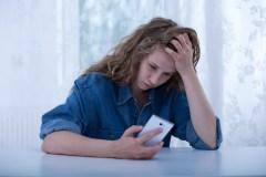 Le harcèlement en ligne réduit les jeunes filles au silence
