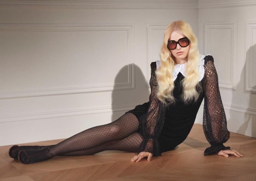 Une collection sombre qui célèbre les formes féminines chez H&M