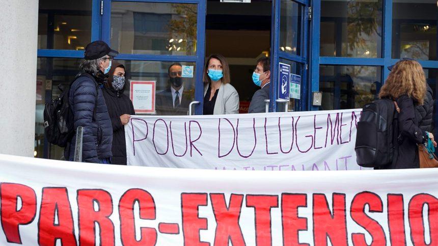 Évictions: des citoyens bloquent les bureaux d'un arrondissement