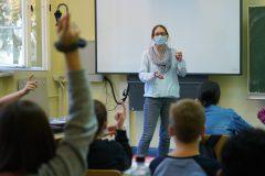 Québec fait demi-tour: le masque exigé en tout temps à l'école secondaire