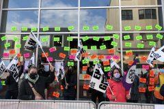 Les employés de la Librairie Raffin en grève
