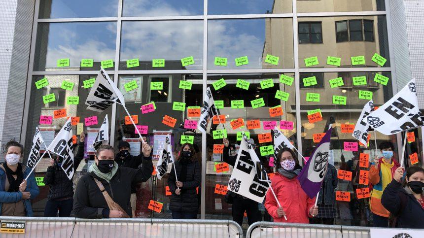Fin de la grève à la Librairie Raffin de la Plaza St Hubert