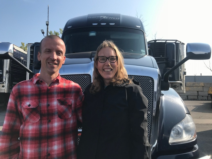 Vie de camionneurs: amoureux et copilotes