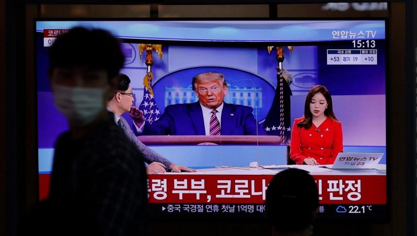 Choc, sympathie et malin plaisir: le monde réagit au diagnostic de Trump