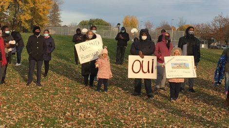 Manifestation pour le projet de chalet au parc Armand-Bombardier.