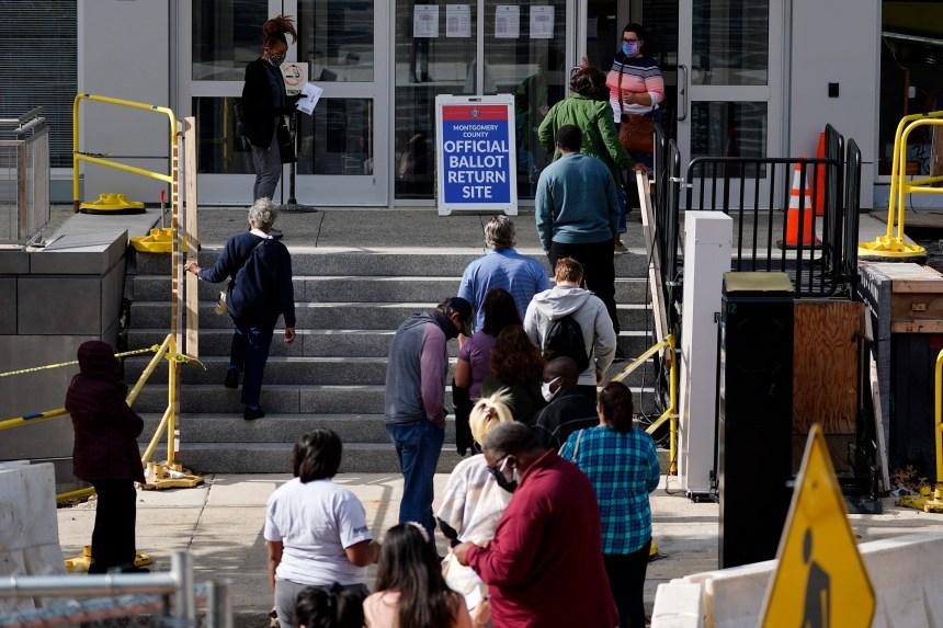 Les républicains resserrent l'écart dans l'inscription des électeurs
