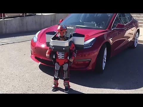 Une famille fan de Tesla réalise un impressionnant costume d'Halloween!