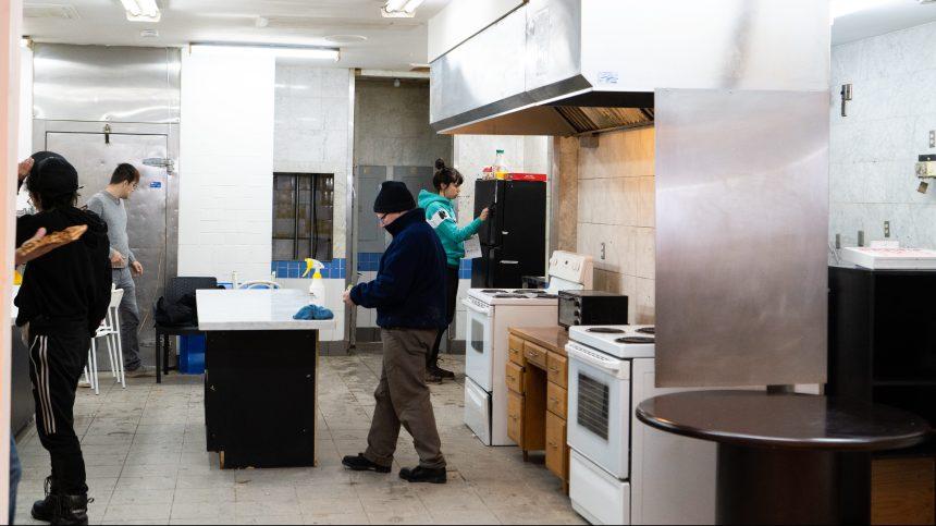 Mises à pied: des employés de Résilience Montréal portent plainte