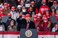 VÉRIFIÉ: Trump ment au sujet du virus, des impôts et des Bidens