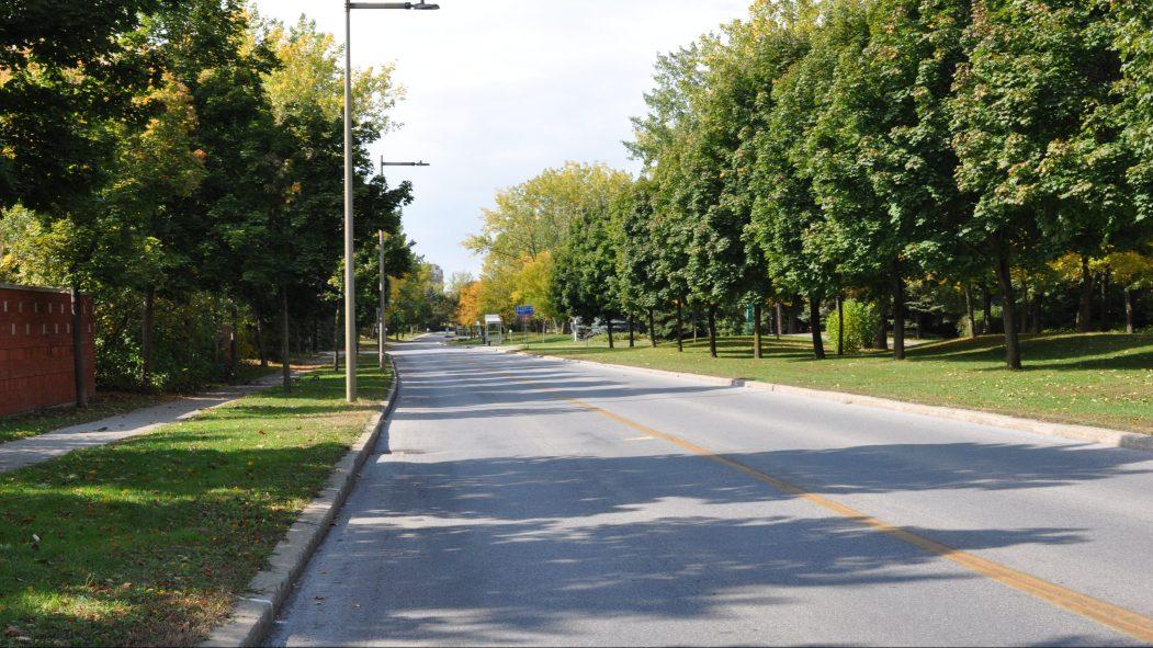 Des automobilistes font de la vitesse sur ce boulevard de L'Île-des-Sœurs.