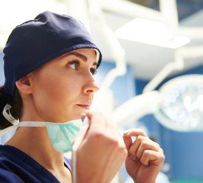 COVID-19: une gestion différente en milieu hospitalier et en CHSLD