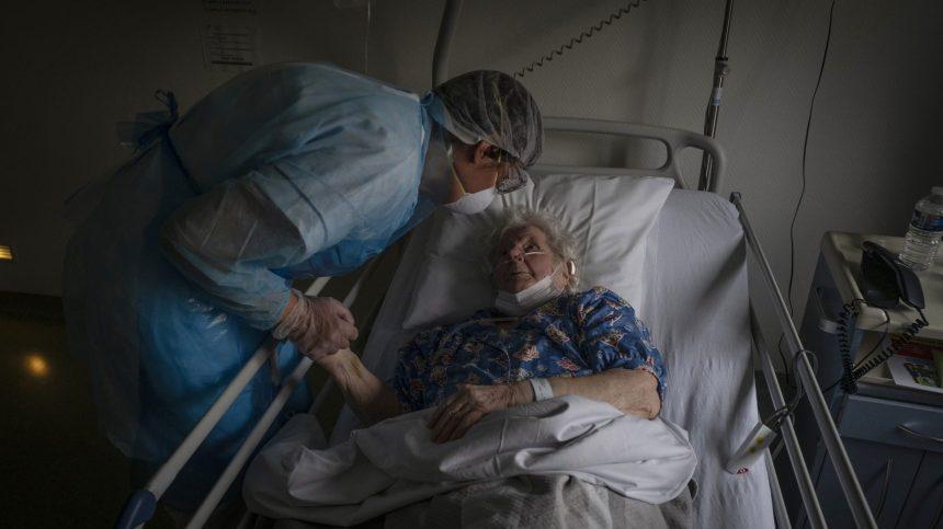 COVID-19: les nouveaux cas touchent plus de personnes vulnérables