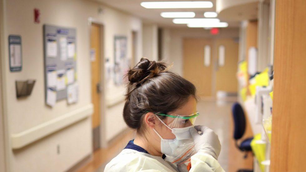 COVID-19 nouveaux cas hospitalisations