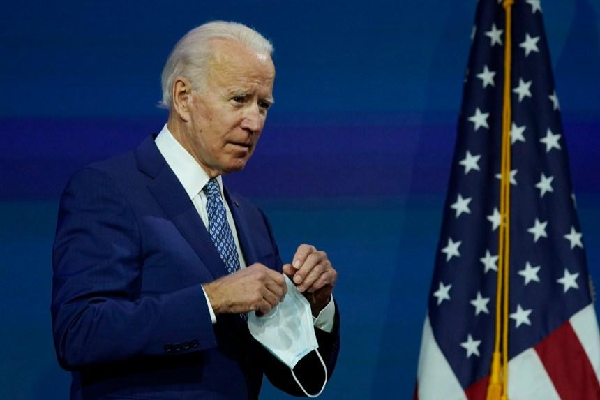 Joe Biden supplie les Américains de porter le masque pour endiguer la pandémie