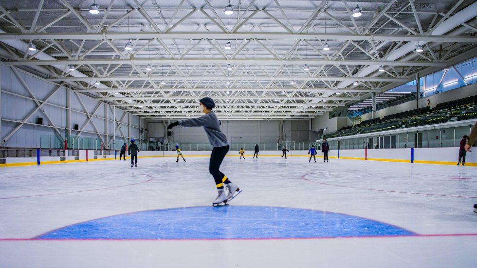 Du patinage libre est offert à la population à l'aréna Denis-Savard de l'Auditorium.