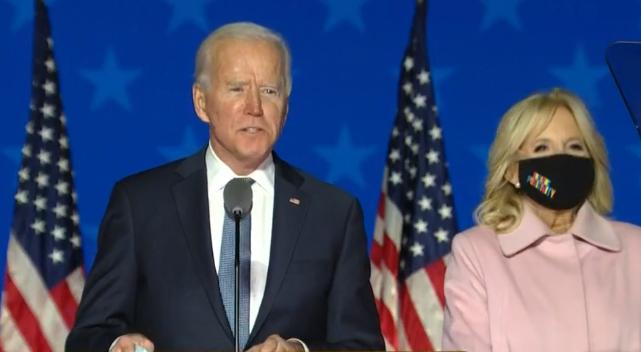 Joe Biden reste confiant qu'il peut gagner, Trump conteste
