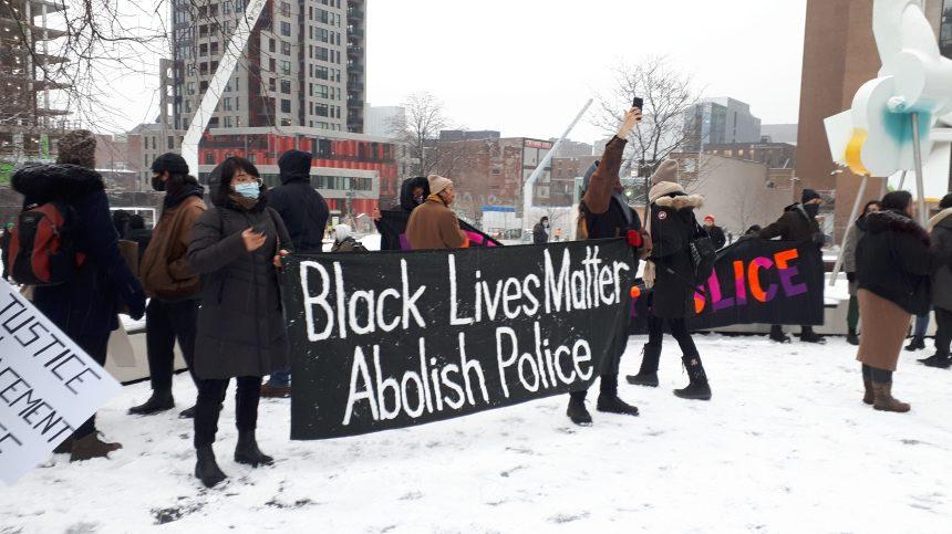 Manifestation pour le «définancement» de la police à Montréal