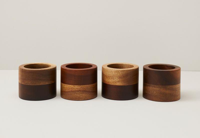 Anneaux à serviette de table en bois deux tons – ensemble de 4