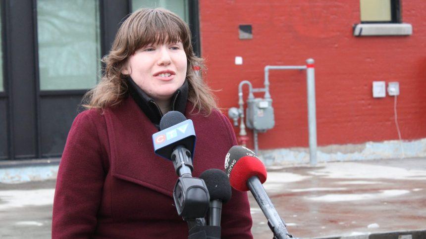 Accusée de harcèlement, elle se présente comme candidate aux élections