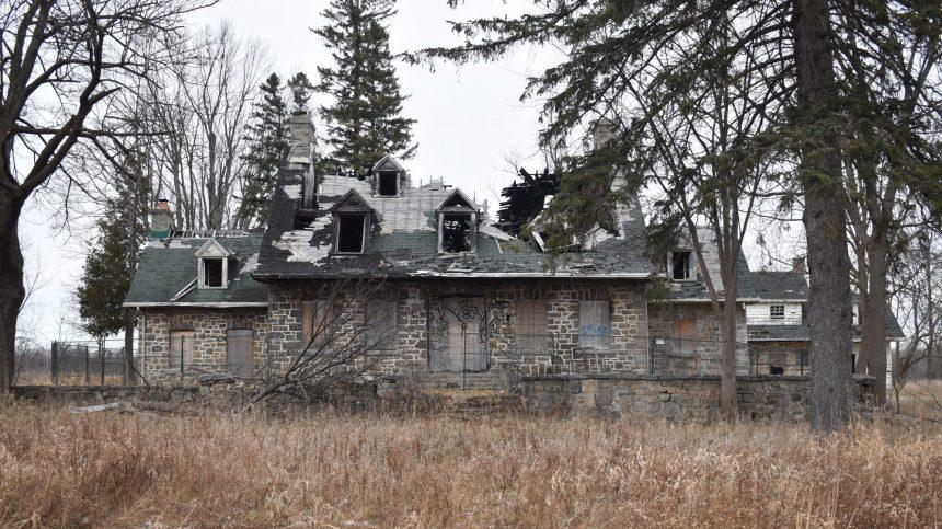 Nouvelle toiture temporaire pour la maison Michel-Robillard