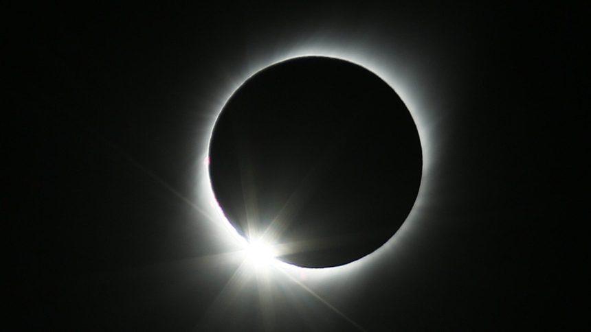 Une éclipse solaire pour conclure 2020