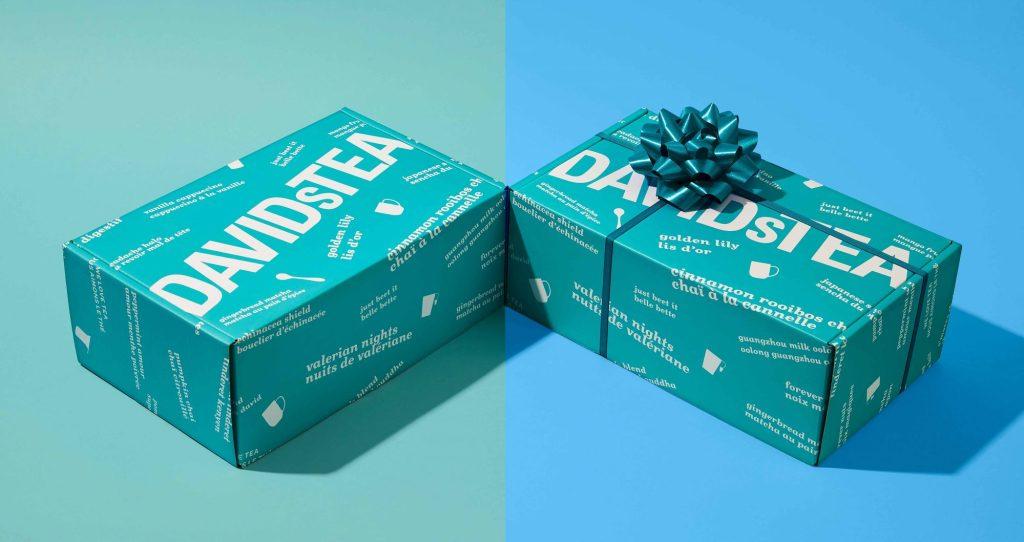 Deux boîtes de thés de la marque DAVIDs TEA, dont une est ornée dun chou décoratif