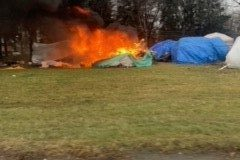 Incendie: une tente prend feu au campement Notre-Dame