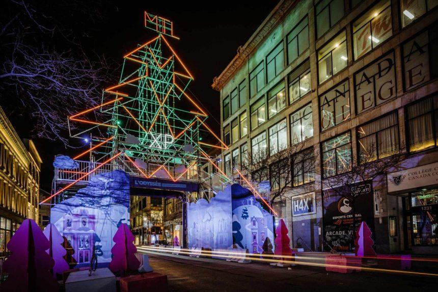 Un parcours d'installations géantes illumine le centre-ville