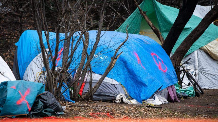 Couvre-feu: «assez de place à l'intérieur» pour les sans-abris, selon Legault