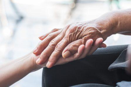 L'isolement social accentue l'Alzheimer