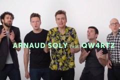 QW4RTZ et Arnaud Soly transforment ces jingles publicitaires québécois en chanson accrocheuse